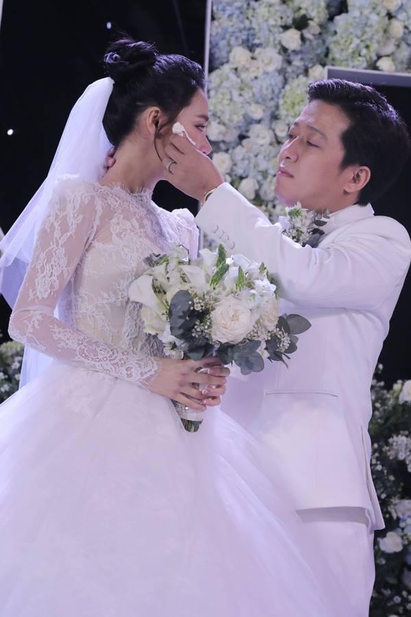 Đi đám cưới Trường Giang - Nhã Phương, Hương Giang Idol ngậm ngùi than thở ăn cỗ toàn lỗ-1