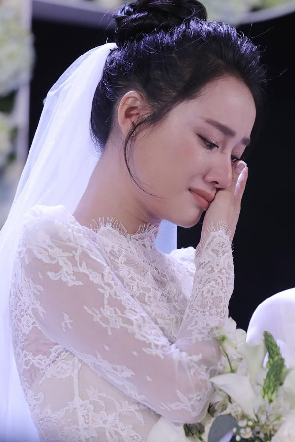 Đi đám cưới Trường Giang - Nhã Phương, Hương Giang Idol ngậm ngùi than thở ăn cỗ toàn lỗ-4