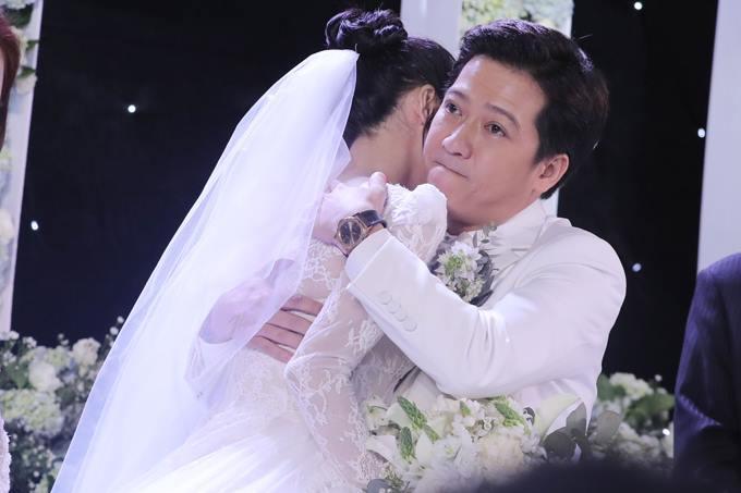 Đi đám cưới Trường Giang - Nhã Phương, Hương Giang Idol ngậm ngùi than thở ăn cỗ toàn lỗ-2