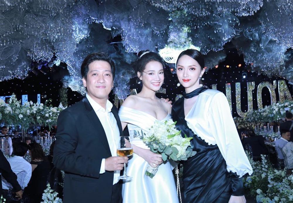 Đi đám cưới Trường Giang - Nhã Phương, Hương Giang Idol ngậm ngùi than thở ăn cỗ toàn lỗ-7