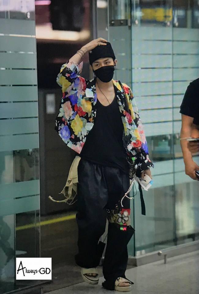 Không mặc suit thì thôi nhưng một khi đã chọn, G-Dragon chỉ có nước khiến fan trụy tim-14