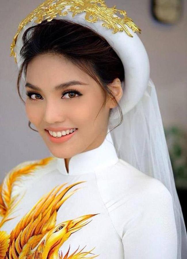 Cùng mặc áo cô dâu: Nhã Phương bị chê da lão hóa sớm - Lan Khuê trang điểm đẹp đỉnh cao-11
