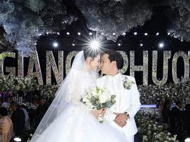 Không chỉ Trường Giang hay Trấn Thành, nhiều sao Việt sẵn sàng chi tiền tỷ chỉ để trang trí hoa nến cho đám cưới