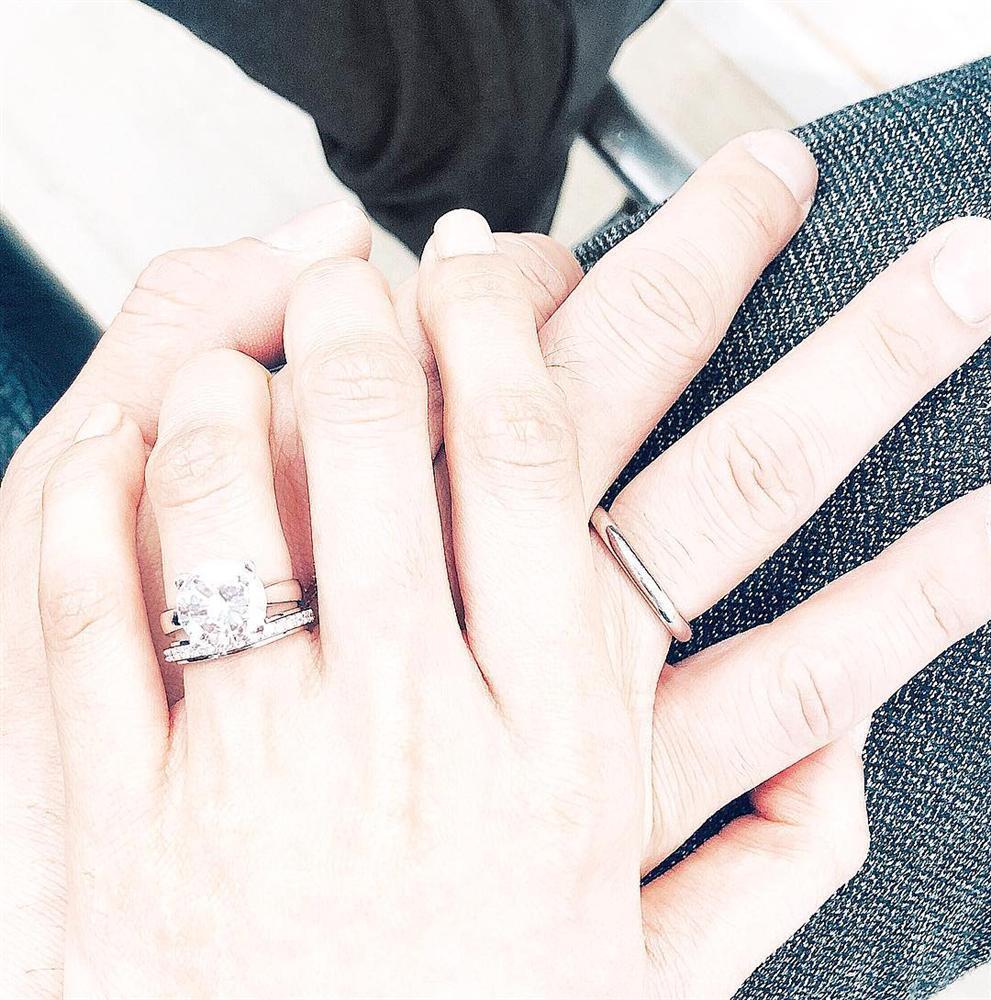 Hồng Nhung tái xuất rạng rỡ khi nhan sắc bị chê xuống cấp sau ly hôn-5