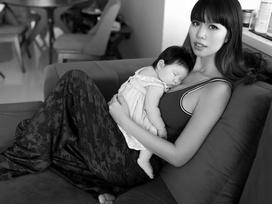 Siêu mẫu Hà Anh 'mắng cao tay' kẻ nói xấu con mình là 'con điên'