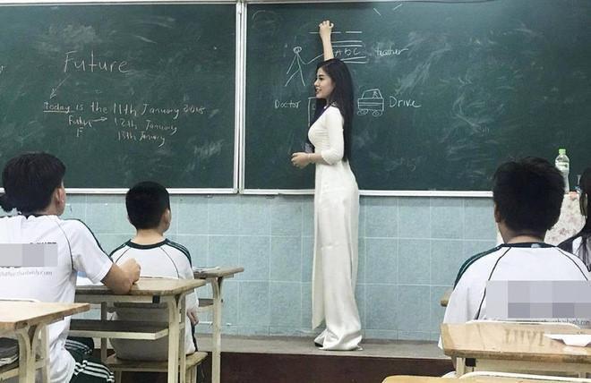 3 cô giáo nổi tiếng trên mạng nhờ có vẻ ngoài xinh đẹp, gợi cảm-1