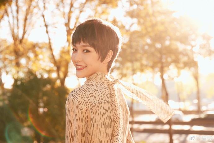 Vừa rộ tin chuẩn bị kết hôn, Đường Yên đã xuất hiện gây shock với tóc tém ngắn-5