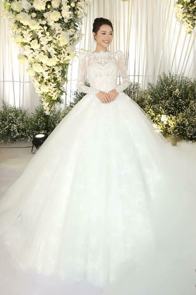 Những chiếc váy cưới đẹp như cổ tích của 5 cô dâu đình đám nhất showbiz Việt năm 2018-4