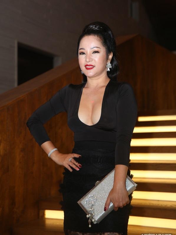 Chỉ là đi dự tiệc cưới thôi, nhiều sao Việt bị chỉ trích vì vô tâm lên đồ lấn lướt cả cô dâu - chú rể-3
