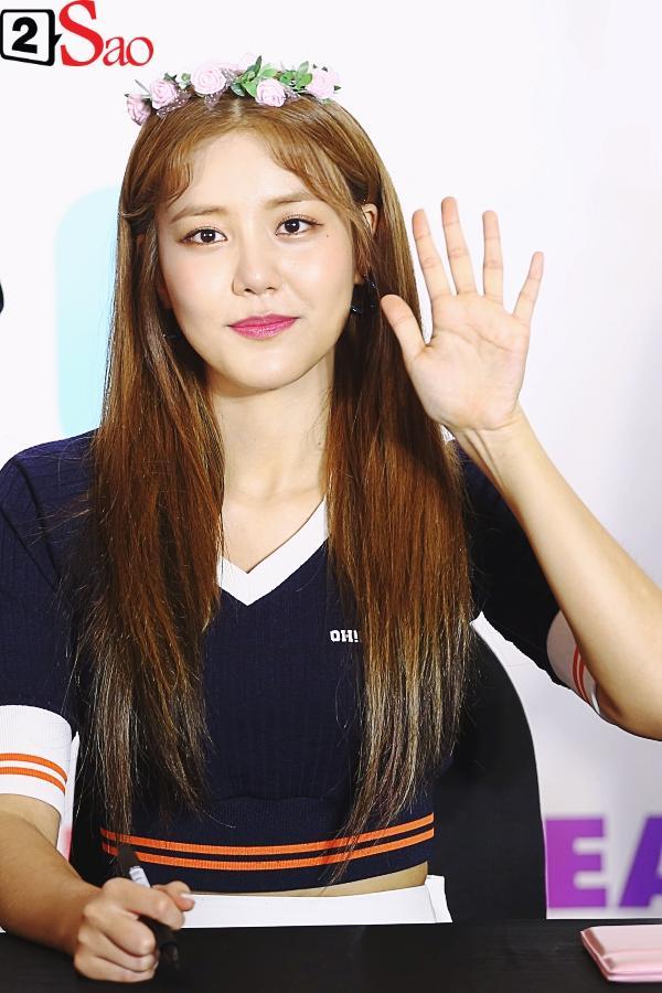Fan Việt đóng giả Valak hù dọa Hyomin T-Ara, AOA rạng rỡ trong buổi ký tặng-11