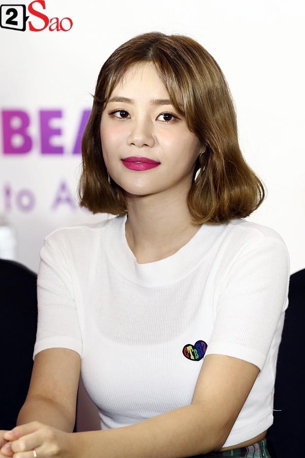 Fan Việt đóng giả Valak hù dọa Hyomin T-Ara, AOA rạng rỡ trong buổi ký tặng-12