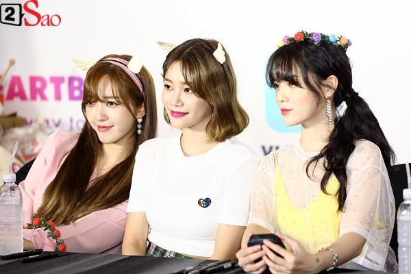 Fan Việt đóng giả Valak hù dọa Hyomin T-Ara, AOA rạng rỡ trong buổi ký tặng-14