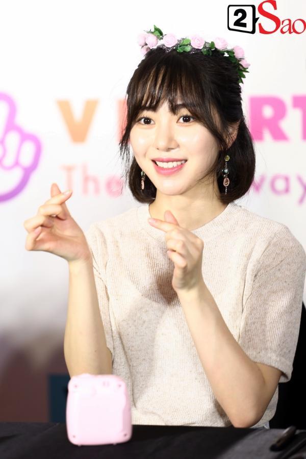 Fan Việt đóng giả Valak hù dọa Hyomin T-Ara, AOA rạng rỡ trong buổi ký tặng-15