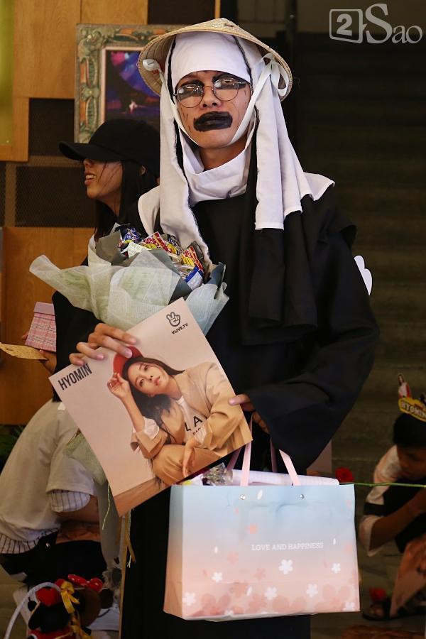 Fan Việt đóng giả Valak hù dọa Hyomin T-Ara, AOA rạng rỡ trong buổi ký tặng-7