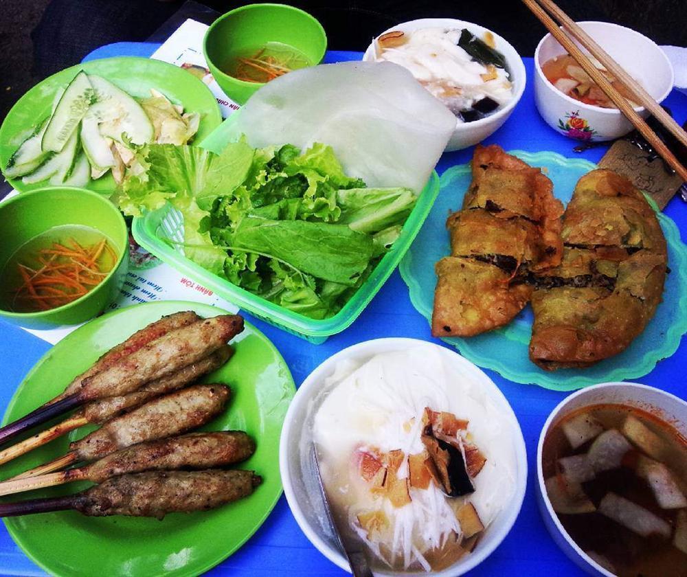 Dạo quanh chợ Nghĩa Tân có đủ món ăn ngon - bổ - rẻ không quá 50 nghìn đồng-3
