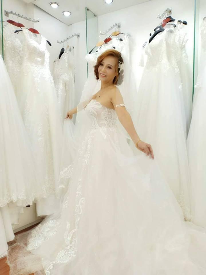 Cô dâu 61 tuổi ở Cao Bằng đăng trọn clip đám cưới giản dị bên chồng 26 khiến nhiều người ghen tị-3