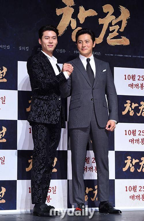 U50 Jang Dong Gun đẹp không kém cạnh khi đứng chung khung hình với U40 Hyun Bin-4
