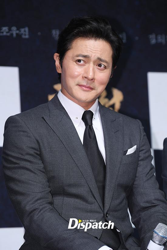 U50 Jang Dong Gun đẹp không kém cạnh khi đứng chung khung hình với U40 Hyun Bin-6