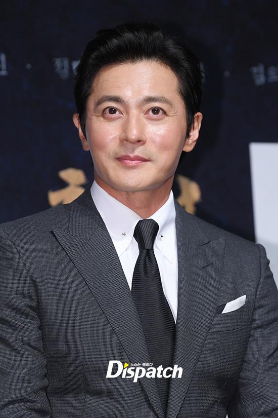 U50 Jang Dong Gun đẹp không kém cạnh khi đứng chung khung hình với U40 Hyun Bin-7