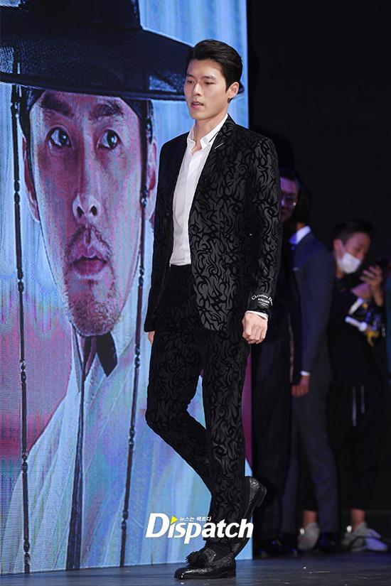U50 Jang Dong Gun đẹp không kém cạnh khi đứng chung khung hình với U40 Hyun Bin-8