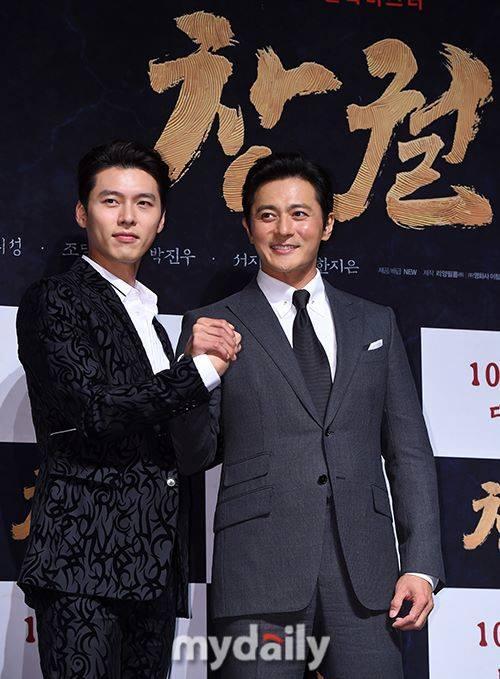 U50 Jang Dong Gun đẹp không kém cạnh khi đứng chung khung hình với U40 Hyun Bin-2