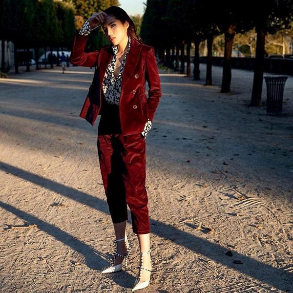 Hội ngộ ở Paris Fashion Week, Kỳ Duyên đánh sập mỹ nhân không tuổi Dara cả thần thái lẫn vóc dáng-6