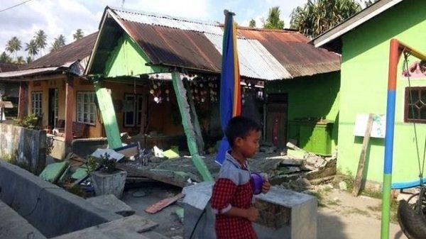 Hàng chục người thiệt mạng vì động đất, sóng thần tại Indonesia-1
