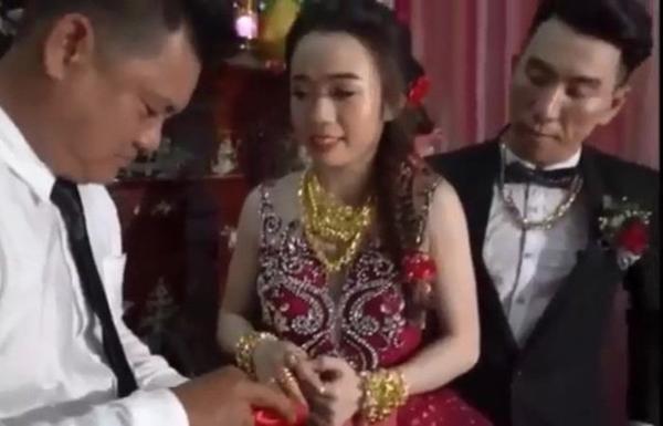 Cô dâu Kiên Giang được trao 129 cây vàng trong ngày cưới-4