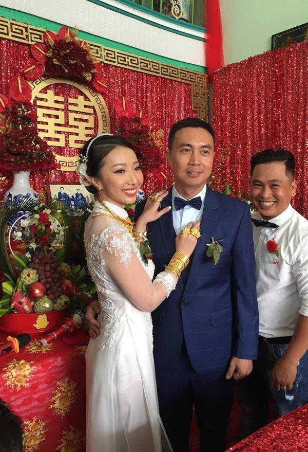 Cô dâu Kiên Giang được trao 129 cây vàng trong ngày cưới-5