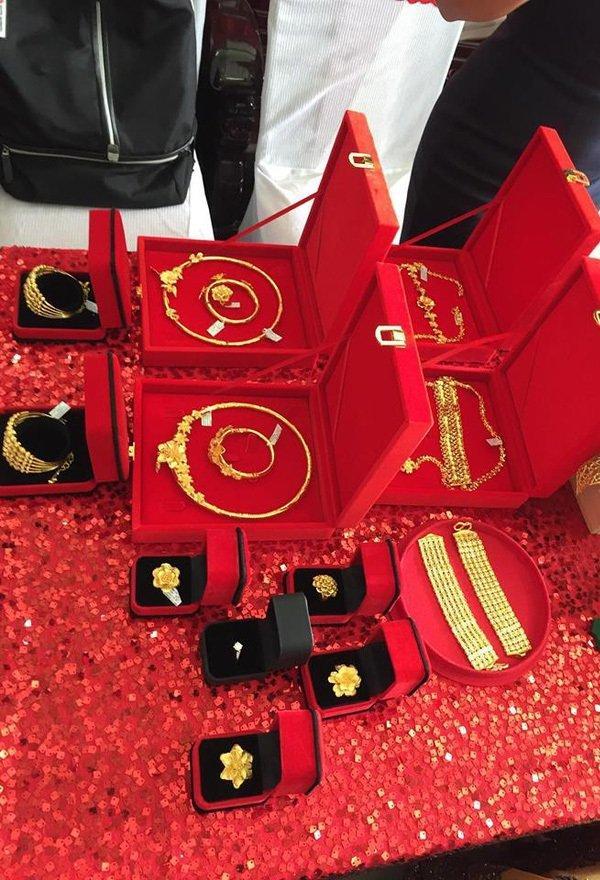 Cô dâu Kiên Giang được trao 129 cây vàng trong ngày cưới-6