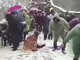 Du khách chật vật khi tham quan Vạn Lý Trường Thành dưới trời tuyết