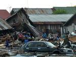 Indonesia phải chôn cất tập thể nạn nhân vụ động đất, sóng thần-4