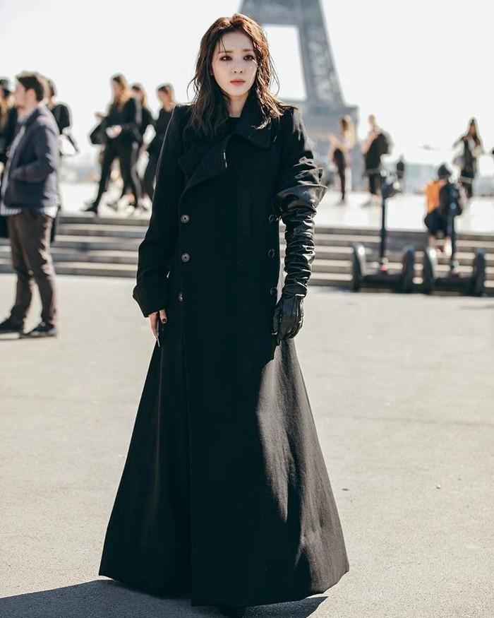 Hội ngộ ở Paris Fashion Week, Kỳ Duyên đánh sập mỹ nhân không tuổi Dara cả thần thái lẫn vóc dáng-8