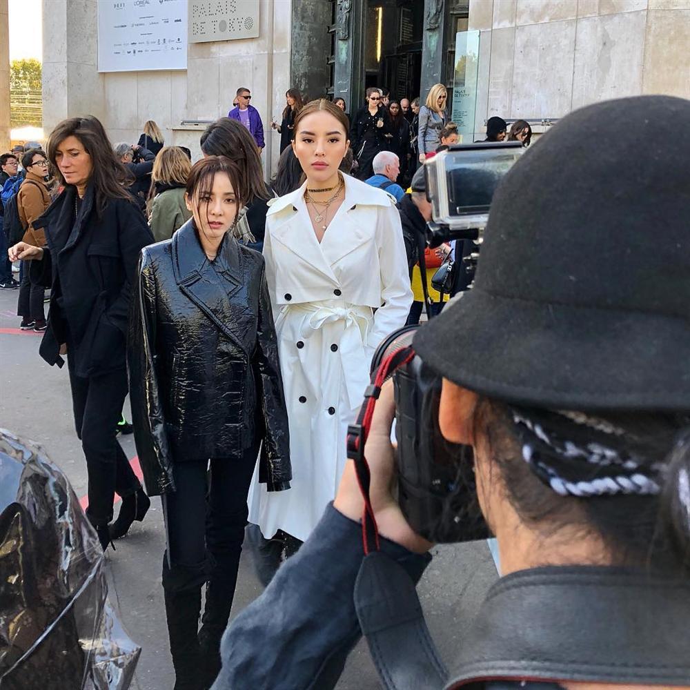 Hội ngộ ở Paris Fashion Week, Kỳ Duyên đánh sập mỹ nhân không tuổi Dara cả thần thái lẫn vóc dáng-2