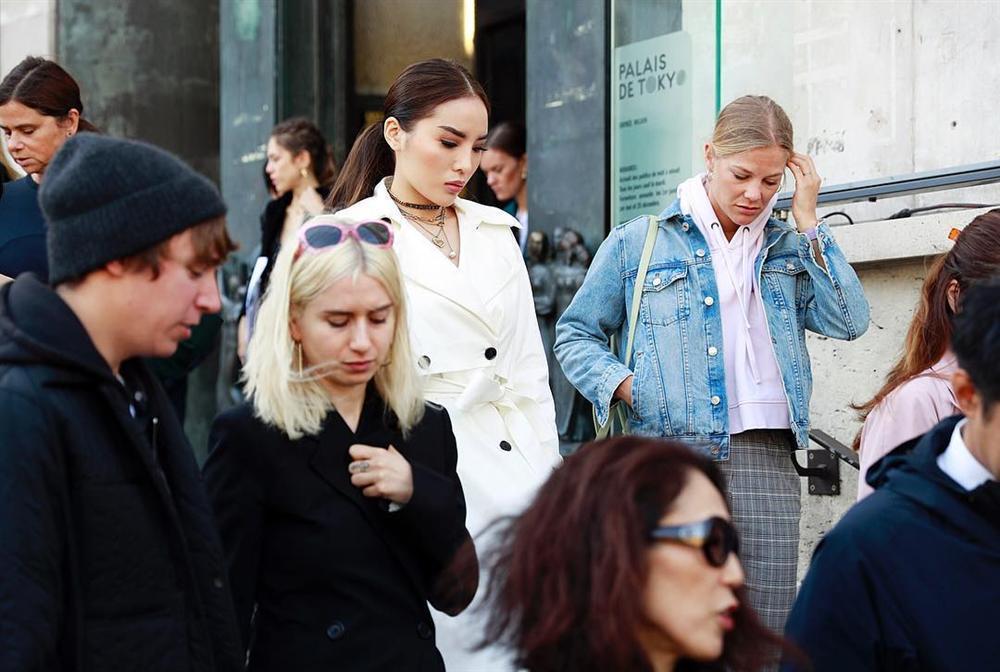 Hội ngộ ở Paris Fashion Week, Kỳ Duyên đánh sập mỹ nhân không tuổi Dara cả thần thái lẫn vóc dáng-4