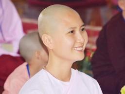 Người đẹp Hoa hậu Việt Nam 2014 xuất gia ở tuổi 24