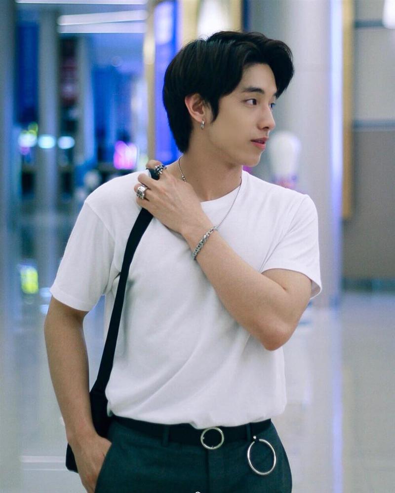 Hot boy Thái Lan body 6 múi, mắt một mí điển trai như sao Hàn-3