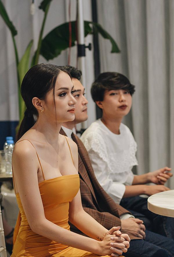 Hương Giang Idol khoe vòng 1 gợi cảm, liên tục giữ dây áo vì quá mảnh-3