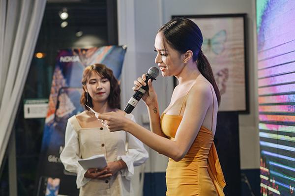 Hương Giang Idol khoe vòng 1 gợi cảm, liên tục giữ dây áo vì quá mảnh-5