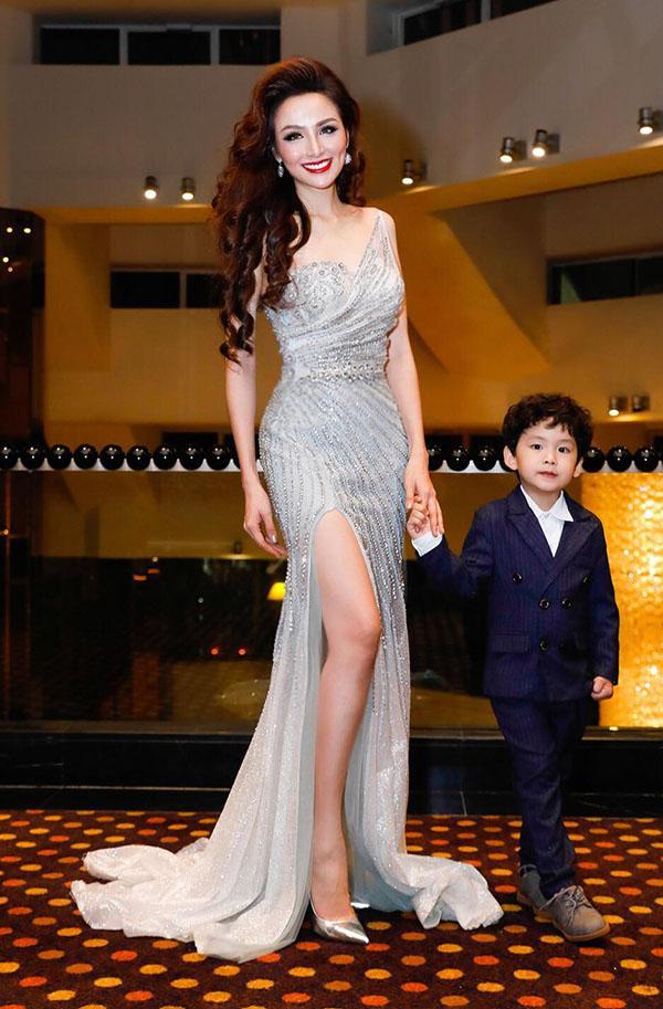 Cận cảnh gương mặt nhọn hoắt như phù thủy của Hoa hậu Diễm Hương sau nghi án phẫu thuật thẩm mỹ-1