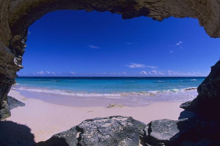 Những bãi biển có bờ cát hồng kỳ ảo nhất thế giới-2