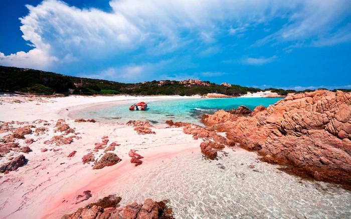Những bãi biển có bờ cát hồng kỳ ảo nhất thế giới-3