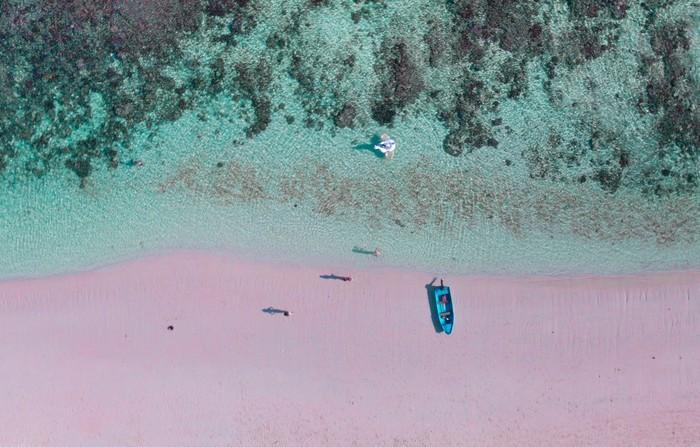 Những bãi biển có bờ cát hồng kỳ ảo nhất thế giới-5