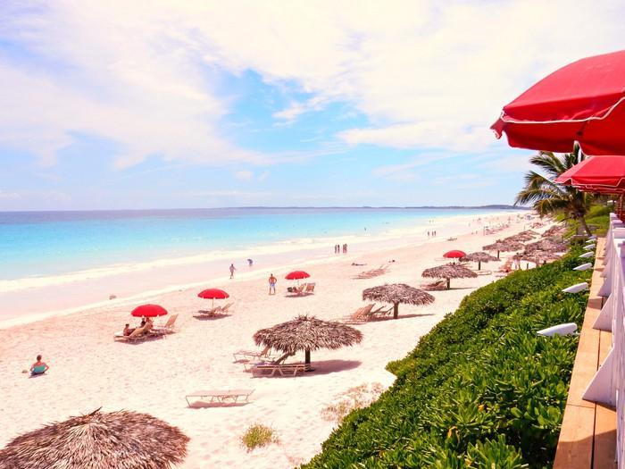 Những bãi biển có bờ cát hồng kỳ ảo nhất thế giới-6