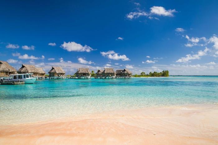 Những bãi biển có bờ cát hồng kỳ ảo nhất thế giới-9