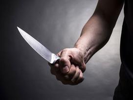 Người đàn ông chết cạnh khu nhà sinh viên, trên cổ có vết cắt