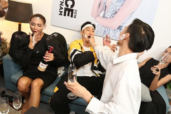 Hết hồn xem Minh Hằng ăn mừng hổng giống ai tại The Face: Nổi nhạc nhảy tưng bừng, phụt tuyết kín mặt thí sinh-11