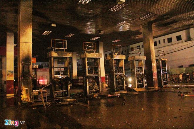 Cháy cây xăng ở Sài Gòn, nhiều người tháo chạy-4