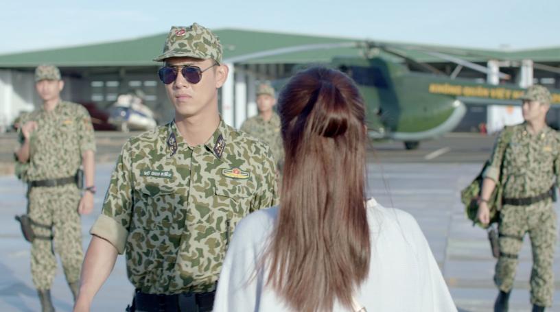 Hậu duệ mặt trời Việt Nam: Song Luân đốn tim Khả Ngân với màn xuất hiện cực ngầu ở sân bay-6