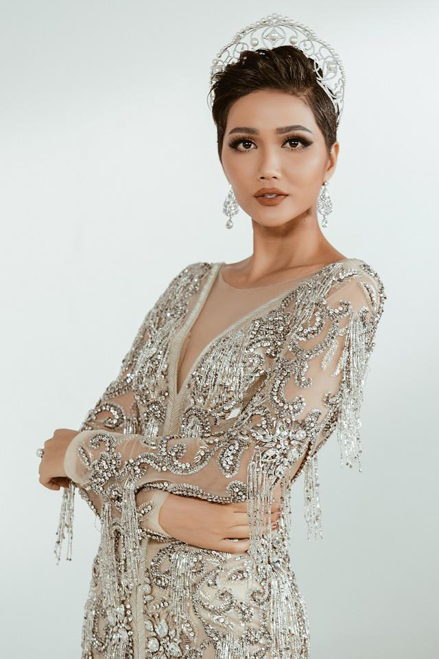 Quá yêu tóc tém, khán giả quốc tế đồng loạt bài trừ HHen Niê mang tóc dài chinh chiến Miss Universe 2018-9